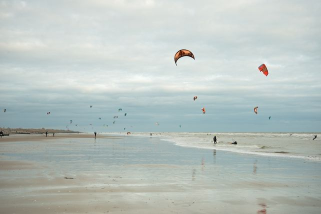 Kite surfing at Camber