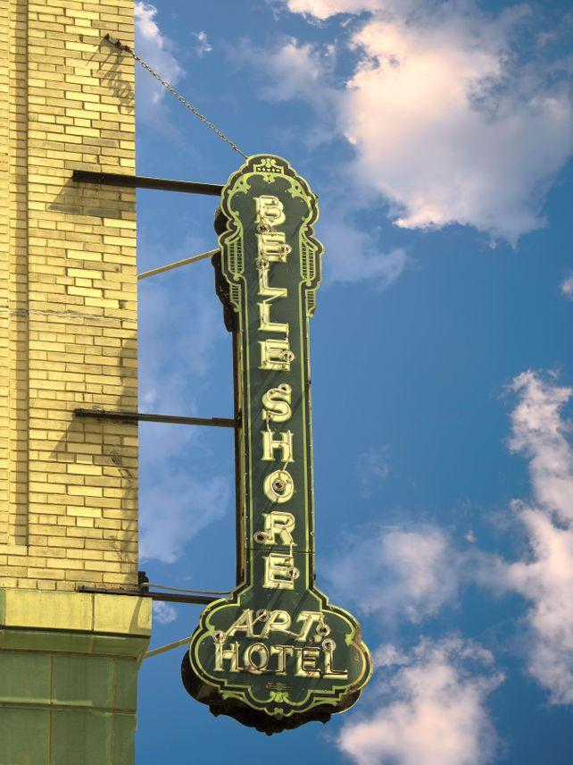 BELLE OF CHICAGO Belle Shore Apt Hotel