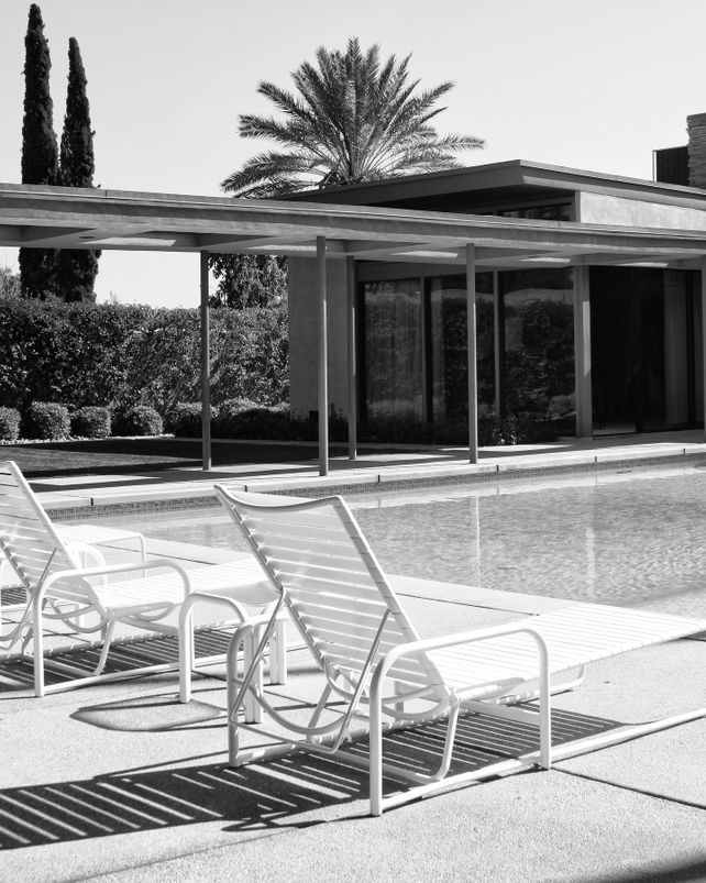 SINATRA POOL BLACK AND WHITE