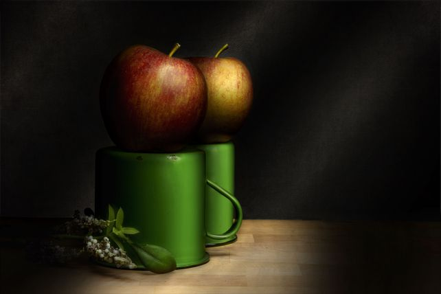 Apple and Cups