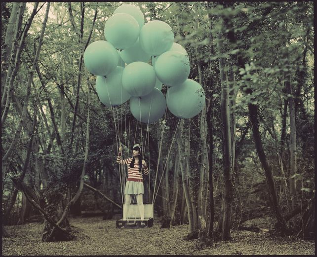Elizabeth and the Blue Balloons (medium size)
