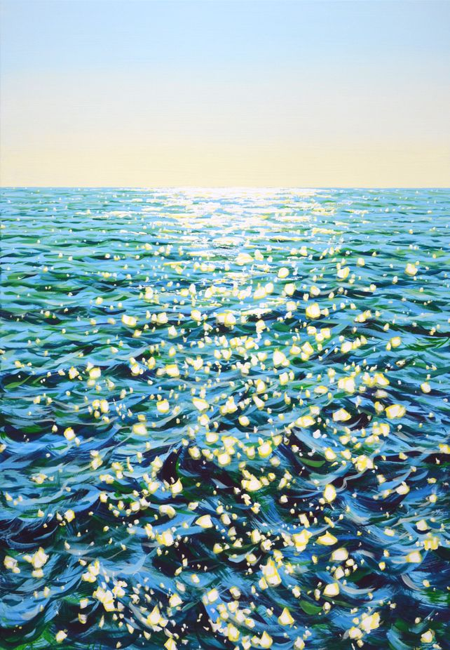 Ocean waves. Light.